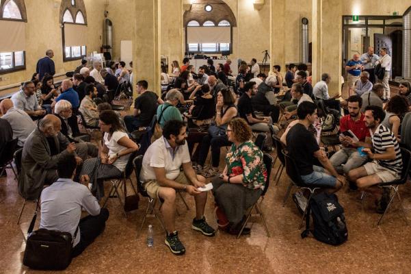 "Teilnehmer von ""L'italia si parla"" in Bologna. ""My Country Talks"""