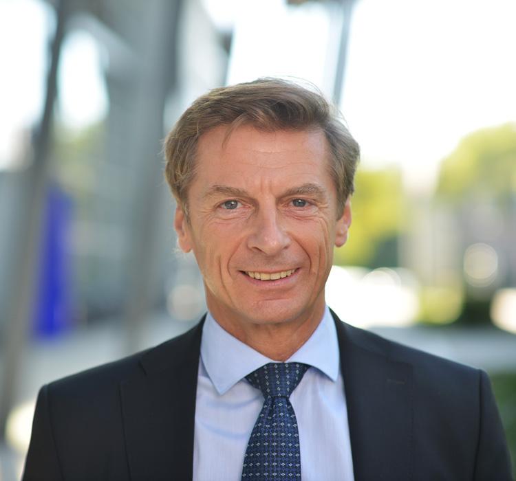 EnBW, Dr. Jens Schreiber